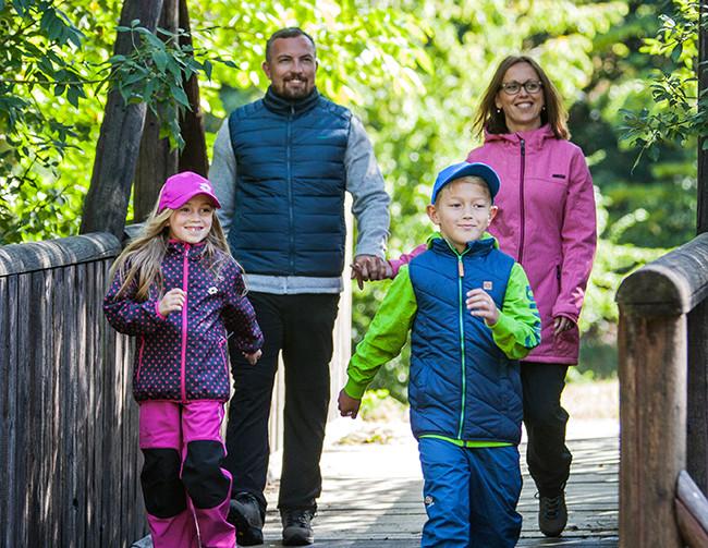 Jesienna i zimowa moda oraz odzież sportowa dla całej rodziny